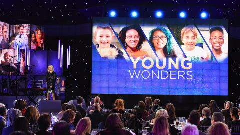 Kelly Ripa introduces the first of five Young Wonder honorees.