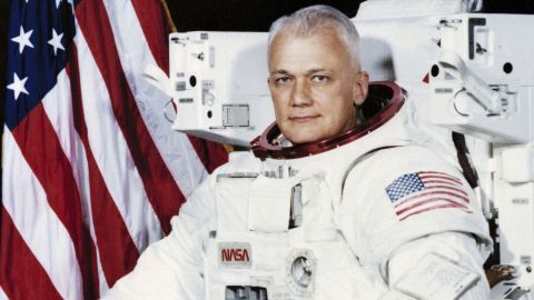 """Former astronaut <a href=""""http://www.cnn.com/2017/12/23/us/obit-bruce-mccandless/index.html"""" target=""""_blank"""">Bruce McCandless II</a>, famously captured in a 1984 photo documenting the first untethered flight in space, died December 21, NASA said. He was 80."""