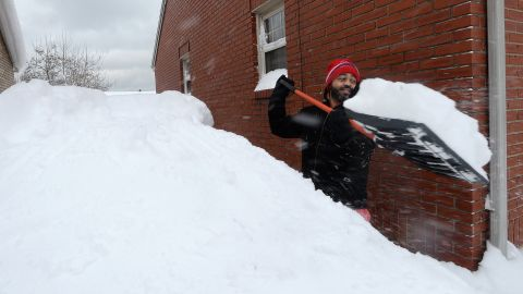 Patrick Harden clears snow from the roof of his car in Erie, Pennsylvania.
