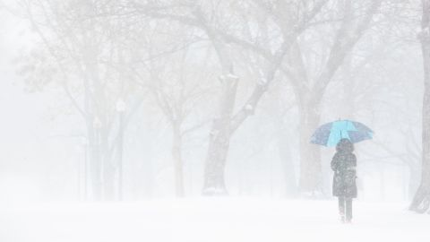 RESTRICTED BOSTON, MA - DECEMBER 25: A Christmas Day snowstorm creates whiteout conditions at the Boston Common on Dec. 25, 2017. (Photo by Dina Rudick/The Boston Globe via Getty Images)
