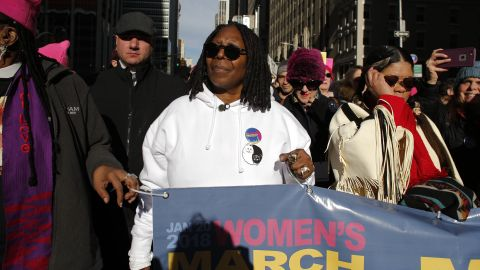 Whoopi Goldberg attends the Womens March on New York City on January 20, 2018 in New York City. / AFP PHOTO / KENA BETANCUR        (Photo credit should read KENA BETANCUR/AFP/Getty Images)