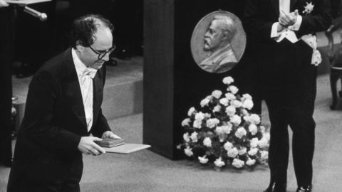 """A finalist in the 1949 Science Talent Search, the Washington-native won the 1980 <a href=""""https://www.nobelprize.org/nobel_prizes/chemistry/laureates/1980/gilbert-facts.html"""" target=""""_blank"""" target=""""_blank"""">Nobel Prize in Chemistry</a> for """"the determination of base sequences in nucleic acid,"""" furthering our knowledge of DNA and gene sequencing."""