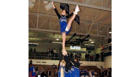 Thomashow was an outgoing cheerleader in high school.
