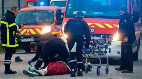 epa06490603 A migrant receives medical assistance by rescue workers following clashes near the ferry port in Calais, northern France, 01 February 2018. Four migrants have been shot and seriously inrured in Calais in a confrontation that police tried to stop, French authorities confirmed. About 100 migrants fought with stones and sticks after a meal distribution, according to the prefecture of Pas-de-Calais.  EPA-EFE/JOHAN BEN AZZOUZ FRANCE OUT - SHUTTERSTOCK OUT - NO MAGAZINES