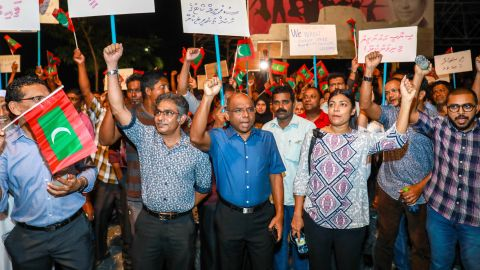 Maldivian opposition supporters take to the streets Sunday to urge the government to obey the Supreme Court.