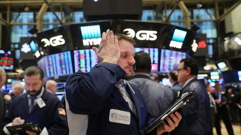 NEW YORK, NY - FEBRUARY 06:  Traders work on the floor of the New York Stock Exchange (NYSE) on February 6, 2018 in New York City. Following Monday's over 1000 point drop, the Dow Jones Industrial Average briefly fell over 500 points in morning trading.  (Photo by Spencer Platt/Getty Images)
