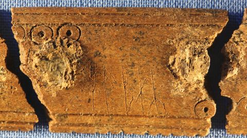"""A word is etched onto the surface of the comb, in the Viking runic alphabet. It spells """"kąbaʀ,"""" which means """"comb."""" On the other side, the verb """"to comb"""" is inscribed. These runes could be one of the earliest examples of the new Viking alphabet, following its sudden change around 800 AD."""