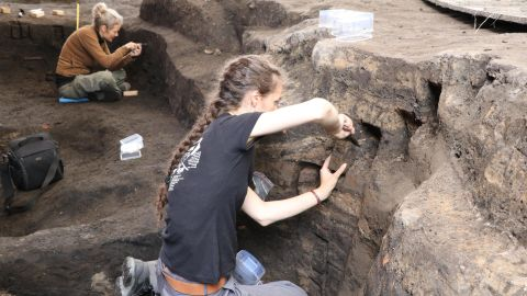 Two field assistants sample the soil for geological analysis, which helps to understand the detailed history of how the layers have formed. Ribe has many very rich archaeological layers where some bone and wood has been preserved.