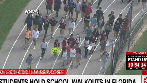 School walk out Florida students_00003906.jpg