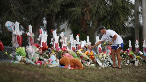 PARKLAND, FL - FEBRUARY 20:  Melissa Shev visits a makeshift memorial setup in front of Marjory Stoneman Douglas High School in memory of the 17 people that were killed on February 14, on February 20, 2018 in Parkland, Florida. Police arrested 19-year-old former student Nikolas Cruz for killing 17 people at the high school.  (Photo by Joe Raedle/Getty Images)