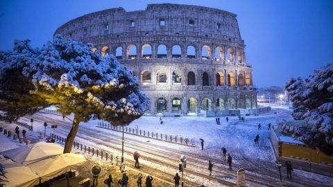 epa06565682 The Colosseum is covered by snow during a snowfall in Rome, Italy, 26 February 2018. Schools and public offices were closed and snow-removal crews were in place as Rome was on high alert for a first winter blast. Snowfall last week in Rome brought the capital to a standstill for days.  EPA-EFE/ANGELO CARCONI
