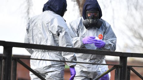 Personnel bag samples as they swab railings near a bench covered in a protective tent at The Maltings shopping centre in Salisbury, southern England, on March 16, 2018, as investigations and operations continue in connection with the major incident sparked after a man and a woman were apparently poisoned in a nerve agent attack in Salisbury on March 4. NATO Secretary General Jens Stoltenberg said March 16, the alliance did not want a return to Cold War hostilities with Russia while expressing support for Britain's strong stance on the nerve agent attack. / AFP PHOTO / Ben STANSALL        (Photo credit should read BEN STANSALL/AFP/Getty Images)