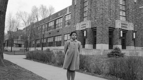 """<a href=""""https://www.cnn.com/2018/03/26/us/linda-brown-dies/index.html"""" target=""""_blank"""">Linda Brown</a>, who as a little girl was at the center of the US Supreme Court case that ended segregation in schools, died on March 25, a funeral home spokesman said. She was 75."""