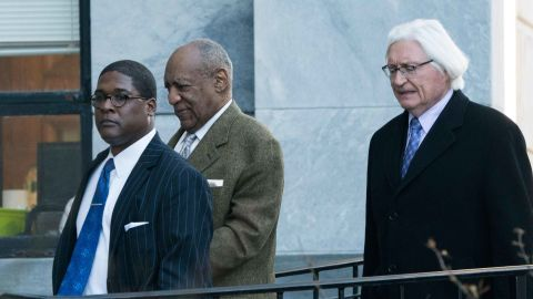 Bill Cosby(C) departs the Montgomery County Courthouse March 5, 2018 in Norristown, Pennsylvania.Around 60 women have publicly accused the Emmy-winning actor of being a serial sexual predator, but most of the alleged abuse happened too long ago to prosecute, meaning that the trial last year concerned only one of the alleged victims. / AFP PHOTO / Don EMMERT        (Photo credit should read DON EMMERT/AFP/Getty Images)