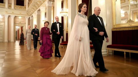 During a visit to Norway, Catherine is escorted to dinner by King Harald V of Norway on February 1, 2018. William is escorted by Norway's Queen Sonja.