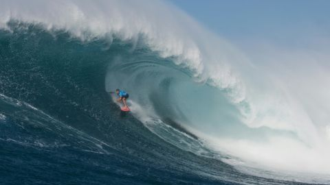 """Hawaiian surfer Billy Kemper surfs a big wave at Jaws, off the coast of the Maui Island in Hawai to win the Peahi Challenge 2016, on November 11, 2016. Kemper won the challenge for the second consecutive year.  Also known as """"Jaws,"""" Pe'ahi is on the northern coastline of Maui and can produce waves that are upwards of 60 feet (18 meters).  / AFP / Brian BIELMANN / RESTRICTED TO EDITORIAL USE        (Photo credit should read BRIAN BIELMANN/AFP/Getty Images)"""