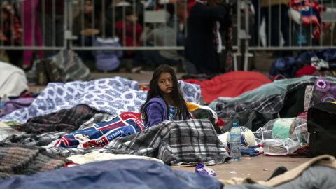 """Central American migrants travelling in the """"Migrant Via Crucis"""" caravan sleep outside """"El Chaparral"""" port of entry to US while waiting to be received by US authorities, in Tijuana, Baja California State, Mexico on April 30, 2018. - According to the U.S. Customs and Border Protection on Sunday, none of the migrants from the caravan was processed for asylum because the agency had reached capacity for the day for migrants seeking asylum. At least 150 Central American migrants reached the border between Mexico and the United States on Sunday, determined to seek asylum from the US. The group arrived in the Mexican border town of Tijuana, part of a caravan of more than 1,000 people who set out from Mexico's southern border on March 25. (Photo by GUILLERMO ARIAS / AFP)        (Photo credit should read GUILLERMO ARIAS/AFP/Getty Images)"""