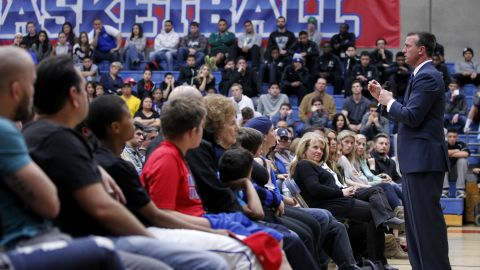 Fmr. NBA player Chris Herren speaks to students in Fresno about his battle with addiction.