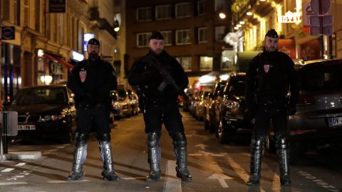 Policemen stand guard in Paris centre after one person was killed and several injured in a knife attack in Paris on May 12, 2018. - The assailant was killed by police. (Photo by Thomas SAMSON / AFP)        (Photo credit should read THOMAS SAMSON/AFP/Getty Images)