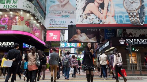 There were 47.3% of global retailers present in Hong Kong in 2017. The city proved to be an attractive location for business with 86 international brands opening stores there for the first time that same year, beating out cities like Dubai (59) and London (49) for number of new entrants.