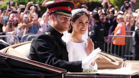 Mandatory Credit: Photo by David Fisher/REX/Shutterstock (9685483f)Prince Harry and Meghan MarkleThe wedding of Prince Harry and Meghan Markle, Carriage Procession, Windsor, Berkshire, UK - 19 May 2018