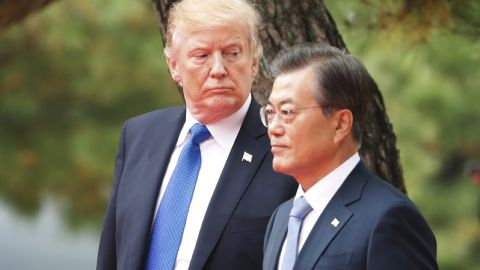 US President Donald Trump (L) and South Korea's President Moon Jae-in attend a welcoming ceremony at the presidential Blue House in Seoul on November 7, 2017.   Trump's marathon Asia tour moves to South Korea, another key ally in the struggle with nuclear-armed North Korea, but one with deep reservations about the US president's strategy for dealing with the crisis. / AFP PHOTO / POOL / KIM HONG-JI        (Photo credit should read KIM HONG-JI/AFP/Getty Images)