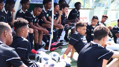 Players using the Tonsser app take part in a trial with Red Star Paris.