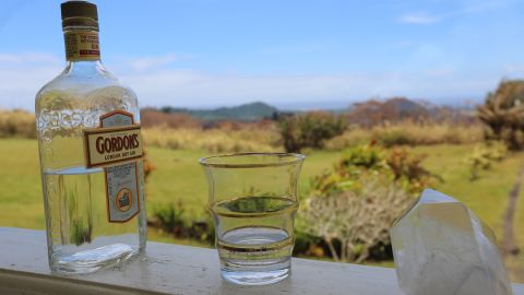 The shot of gin the Hills left for Pele