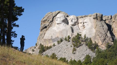 Almost 400 people worked to carve Mount Rushmore between 1927 and 1941.