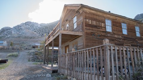 There are 22 buildings on the site of Cerro Gordo.