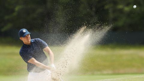 Jordan Spieth made a late scramble to make the cut with four straight birdies but he missed a short putt on the last to ensure an early checkout from Long Island.