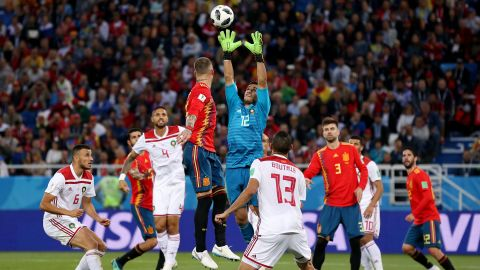 Moroccan goalkeeper Munir catches the ball against Spain. That match ended 2-2, with Spain winning the group.