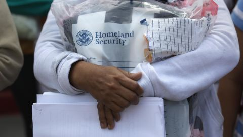 """Central American immigrants depart ICE custody, pending future immigration court hearings on June 11, 2018 in McAllen, Texas. Thousands of undocumented immigrants continue to cross into the U.S., despite the Trump administration's recent """"zero tolerance"""" approach to immigration policy.  (Photo by John Moore/Getty Images)"""