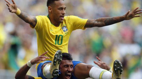 Neymar is held on Paulinho's shoulders after the first goal.