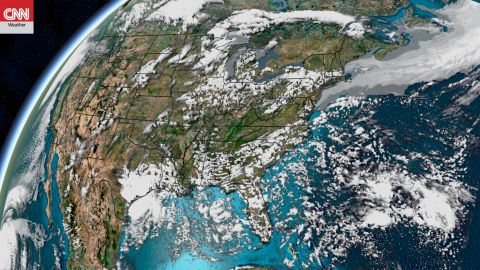 A high-resolution forecast map displays the July 4th forecast cloud cover.