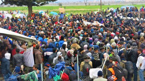 Migrants trying to cross Greek-Macedonian border in February 2016.