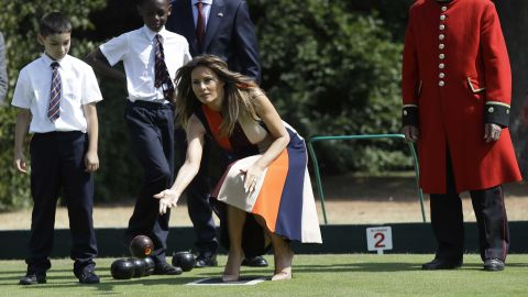 """LONDON, ENGLAND - JULY 13: U.S. First Lady Melania Trump plays bowls she meets British military veterans known as """"Chelsea Pensioners"""" at Royal Hospital Chelsea on July 13, 2018 in London, England. America's First Lady visited the Chelsea Pensioners while her husband, President Donald Trump, held bi-lateral talks with Theresa May at the Prime Minister's Country Residence.  The Chelsea Pensioners are British Army personnel who are cared for at at the Services retirement home at The Royal Hospital in London. (Photo by Luca Bruno - WPA Pool/Getty Images)"""