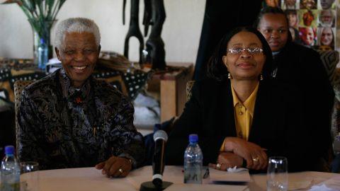 Nelson Mandela and Graça Machel in May 2007, as Mandela briefed The Elders at their inaugural meeting.