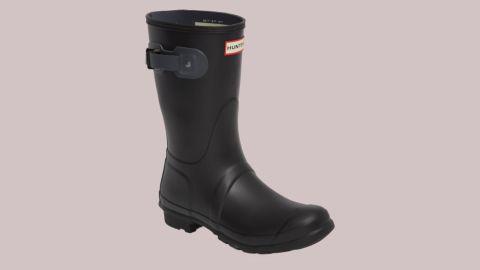 "<strong>Hunter Original Short Rain Boot ($89.90, originally $140; </strong><a href=""https://click.linksynergy.com/deeplink?id=Fr/49/7rhGg&mid=1237&u1=0720anniversarysale&murl=https%3A%2F%2Fshop.nordstrom.com%2Fs%2Fhunter-original-short-rain-boot-women%2F4713995%3Forigin%3Dkeywordsearch-personalizedsort%26color%3Dblack%252F%2520dark%2520slate"" target=""_blank"" target=""_blank""><strong>nordstrom.com</strong></a><strong>)</strong>"
