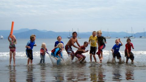 The Gifford children made friends in Mexico during an early stop in their 10-year journey.