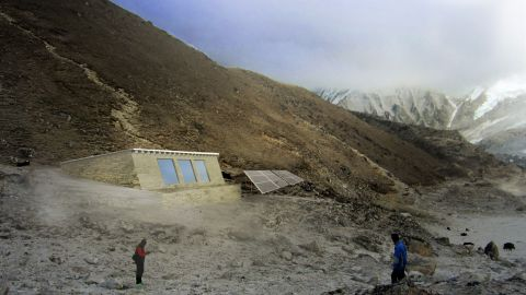 To address the issue, Porter began working on a biogas digester that can operate in Everest's harsh climate.