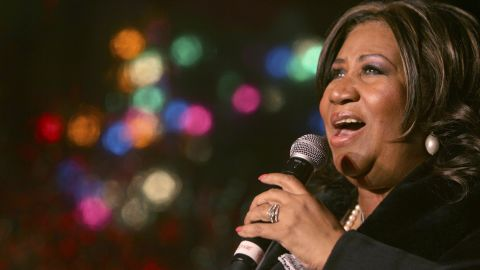 Aretha Franklin performs during the 85th annual Christmas tree lighting at the New York Stock Exchange, Thursday, Dec. 4, 2008 in New York.  (AP Photo/Mary Altaffer)