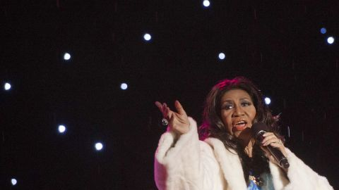 Singer Aretha Franklin performs during the National Christmas Tree Lighting ceremony on the Ellipse adjacent to the White House in Washington, DC, December 6, 2013. The event, hosted by actress Jane Lynch, features performances by Mariah Carey, Joshua Bell, Aretha Franklin, the band Train and jazz legend Arturo Sandoval. AFP PHOTO / Saul LOEB        (Photo credit should read SAUL LOEB/AFP/Getty Images)