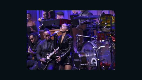 """Ariana Grande performs """"Natural Woman"""" with The Roots on August 16"""