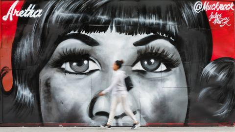<strong>London:</strong> In the East London neighborhood of Shoreditch, a new mural by artist Jules Muck, in collaboration with Global Street Art, pays tribute to the late musician Aretha Franklin.