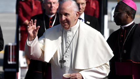 DUBLIN, IRELAND - AUGUST 25:  Pope Francis waves to wellwishers as he arrives at Dublin Airport on August 25, 2018 in Dublin, Ireland. Pope Francis is the 266th Catholic Pope and current sovereign of the Vatican. His visit, the first by a Pope since John Paul II's in 1979, is expected to attract hundreds of thousands of Catholics to a series of events in Dublin and Knock. During his visit he will have private meetings with victims of sexual abuse by Catholic clergy.  (Photo by Charles McQuillan/Getty Images)