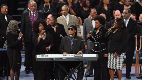 US singer/songwriter Stevie Wonder performs at Aretha Franklin's funeral at Greater Grace Temple on August 31, 2018 in Detroit, Michigan. (Photo by Angela Weiss / AFP)        (Photo credit should read ANGELA WEISS/AFP/Getty Images)
