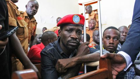 Ugandan singer-turned-politician Robert Kyagulanyi, better known as Bobi Wine, appears at the High Court in Gulu, northern Uganda, on August 27, 2018. - Ugandan singer-turned-politician Robert Kyagulanyi, better known as Bobi Wine, was released on bail on August 27, 2018 after two weeks in detention. Kyagulanyi and 33 others, including two fellow serving MPs, are facing treason charges in a case that has triggered an international outcry.