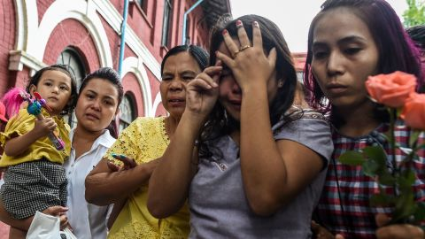 Chit Su Win, second right, the wife of jailed Myanmar journalist Kyaw Soe Oo grieves with family members outside the court on September 3, 2018.