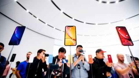 Apple iPhone Xr models rest on display during a launch event on September 12, 2018, in Cupertino, California. - New iPhones set to be unveiled Wednesday offer Apple a chance for fresh momentum in a sputtering smartphone market as the California tech giant moves into new products and services to diversify.Apple was expected to introduce three new iPhone models at its media event at its Cupertino campus, notably seeking to strengthen its position in the premium smartphone market a year after launching its $1,000 iPhone X. (Photo by NOAH BERGER / AFP)        (Photo credit should read NOAH BERGER/AFP/Getty Images)